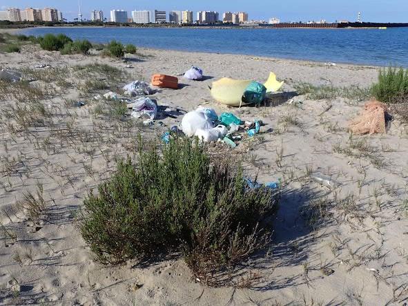 basuras caleta del Estacio Puerto Mayor La Manga